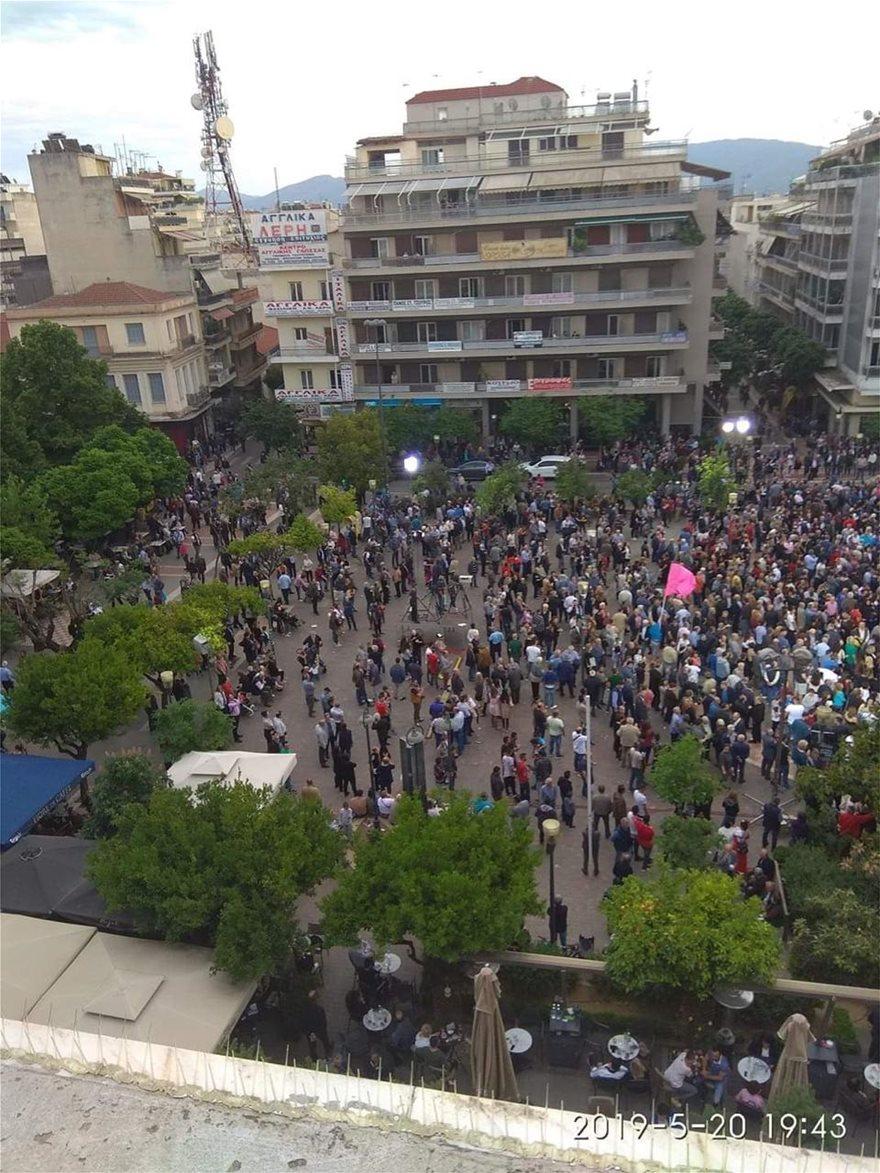 Η πλατεία Αγρινίου στις 19:43 -Φωτογραφία: protothema