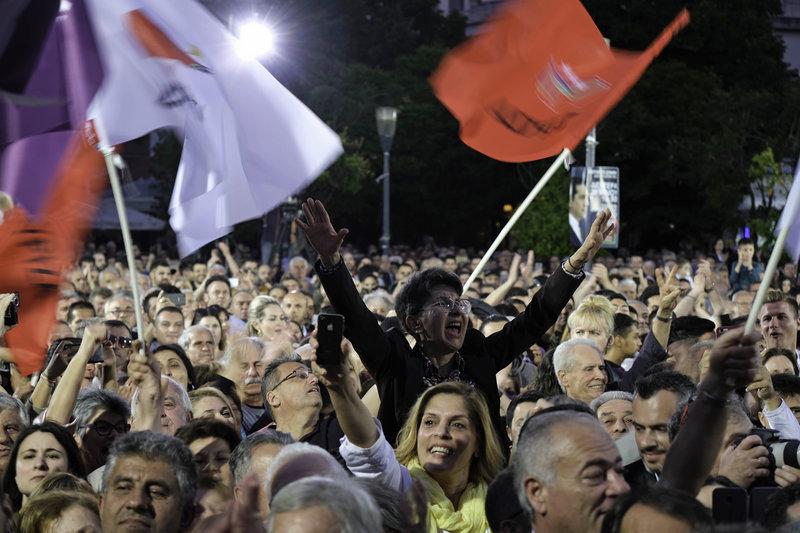 Οπαδοί του ΣΥΡΙΖΑ στην ομιλία Τσίπρα στο Αγρίνιο