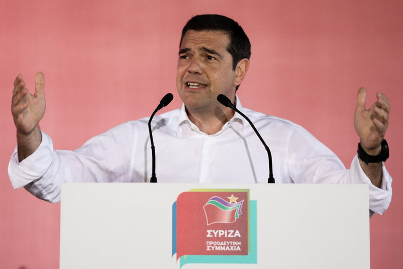 Ο Αλέξης Τσίπρας στο βήμα στην συγκέντρωση του ΣΥΡΙΖΑ στο Αιγάλεω