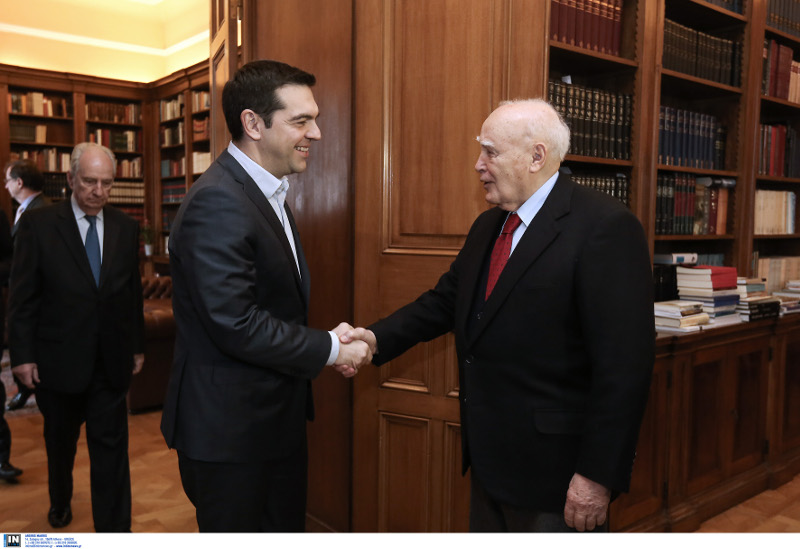 Η συνάντηση του Τσίπρα με τον Κάρολο Παπούλια το 2014