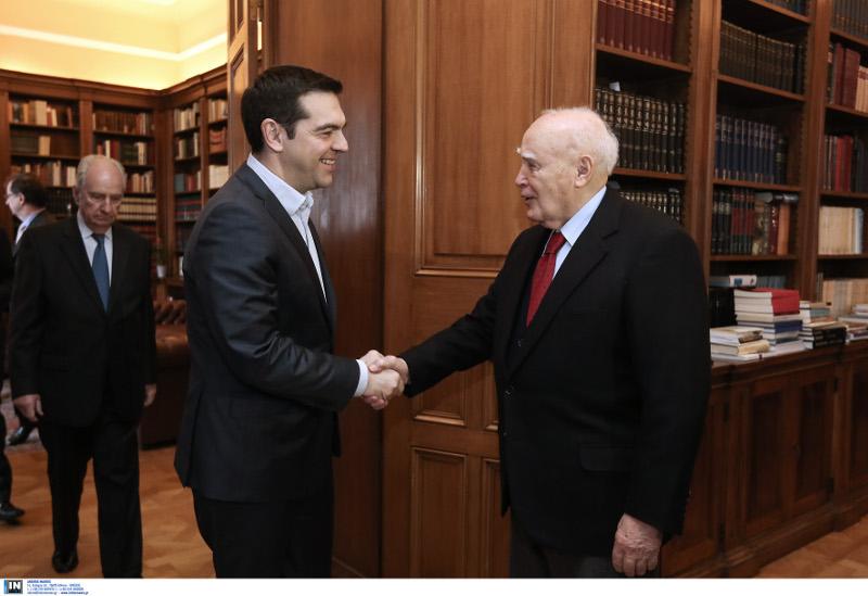 Πρόωρες εκλογές είχε ζητήσει από τον Κάρολο Παπούλια ο Αλέξης Τσίπρας το 2014