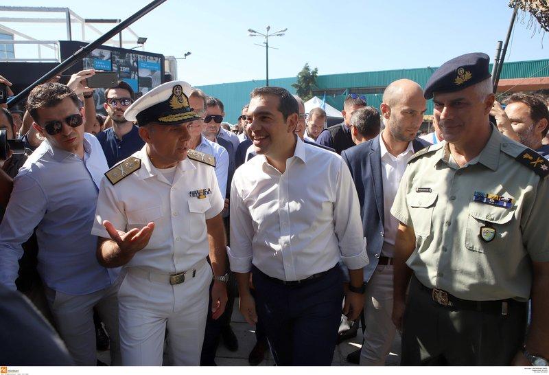 Ο Αλέξης Τσίπρας στο περίπτερο των ενόπλων δυνάμεων στη ΔΕΘ