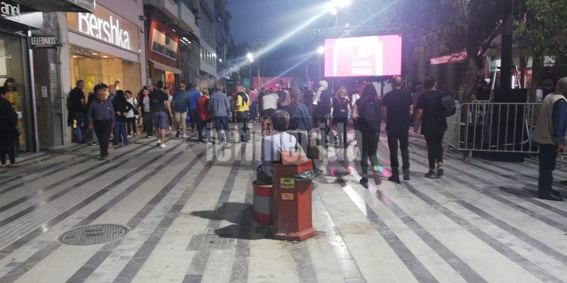 Η φωτογραφία είναι τραβηγμένη στις 20:30 ενώ η ομιλία Τσίπρα επρόκειτο να αρχίσει στις 19:30
