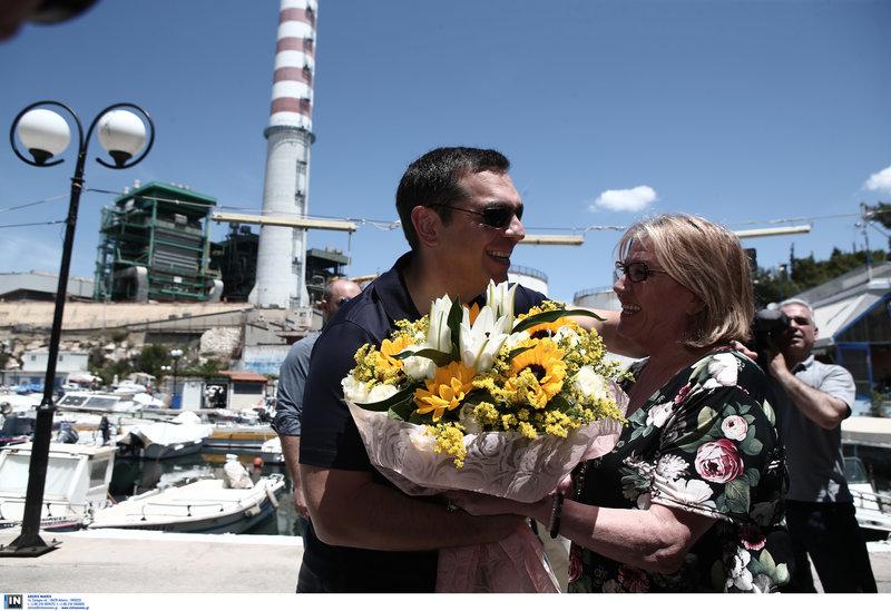 Λουλούδια στον Τσίπρα