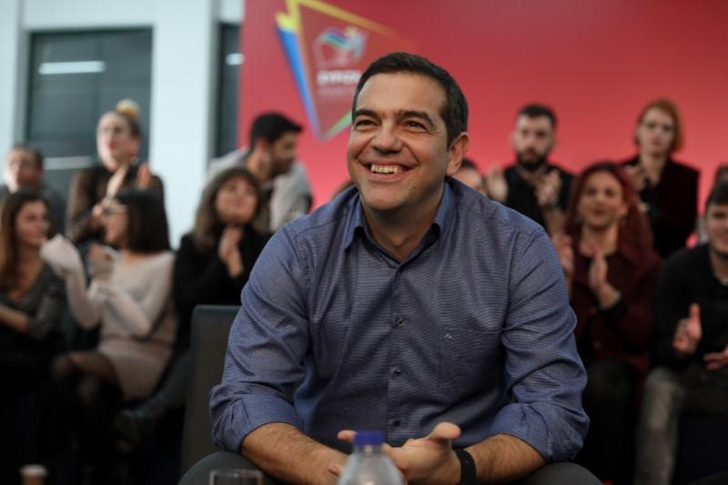 Ο Αλέξης Τσίπρας χαμογελαστός στην εκδήλωση του ΣΥΡΙΖΑ