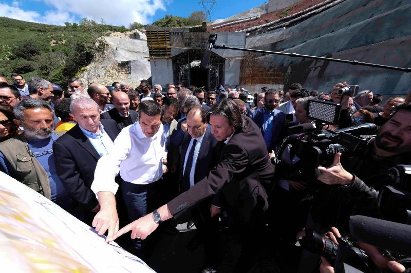 Ο Αλέξης Τσίπρας στην Κρήτη στο οδικό έργο Ηράκλειο-Μεσαρά