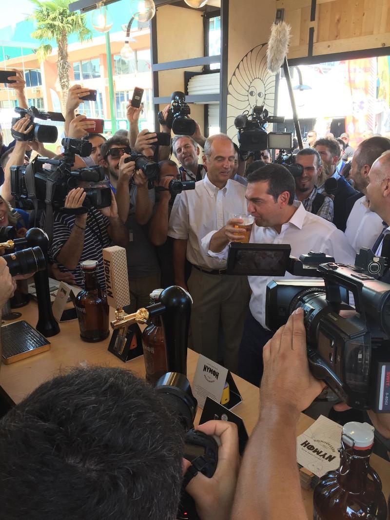 Ο πρώην πρωθυπουργός Αλέξης Τσίπρας στο περίπτερο της «Νύμφης»