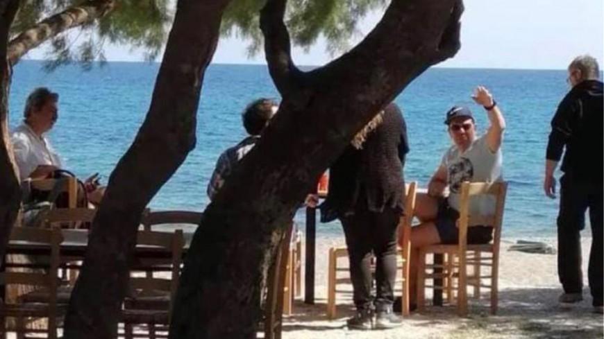 Τσίπρας και Πολάκης σε παραλιακή ταβέρνα στο Ροδάκινο