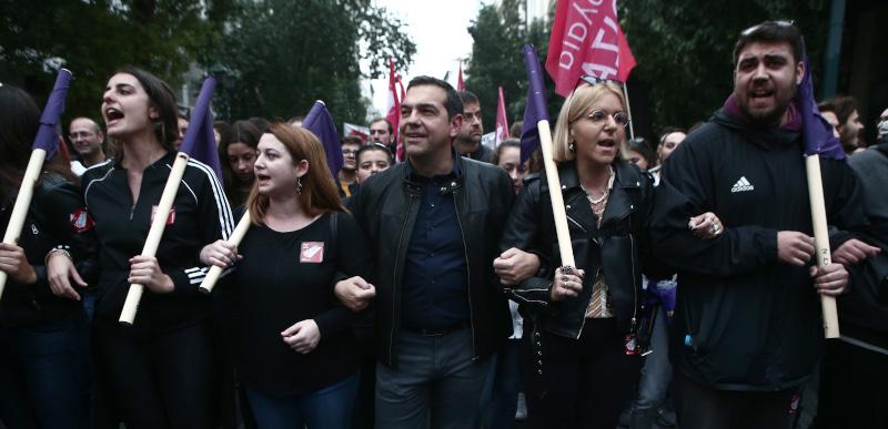 Ο Αλέξης Τσίπρας επικεφαλής του μπλοκ του ΣΥΡΙΖΑ στην πορεία για το Πολυτεχνείο
