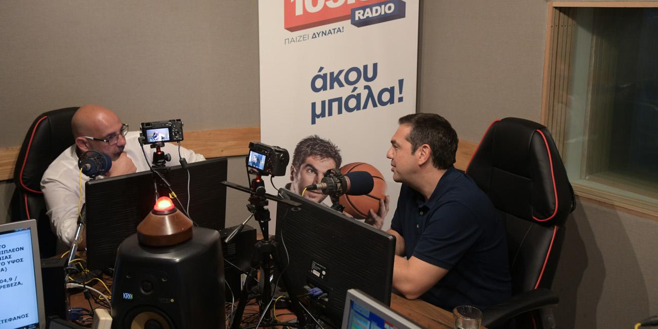 O Αλέξης Τσίπρας στη συνέντευξη που έδωσε στον Sport 24 και στον Βαγγέλη Πρωτόπαπα (Τσάρλι)