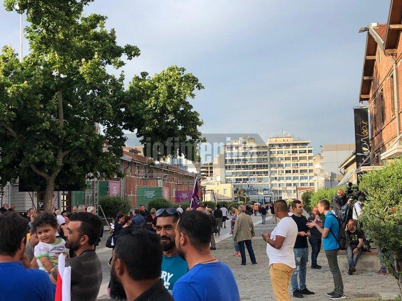 Θεσσαλονίκη: Ενταση και προσαγωγές πριν την ομιλία Τσίπρα -«Απόβαση» Ρομά με λεωφορεία από τα Διαβατά....(βίντεο,εικόνες)