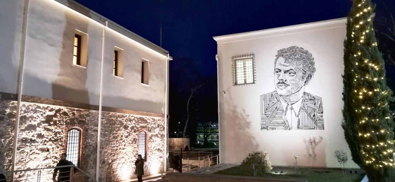 Tρίκαλα: Εφτιαξαν πελώριο ψηφιδωτό με το πρόσωπο του Τσιτσάνη [εικόνες] |  ΕΛΛΑΔΑ | iefimerida.gr