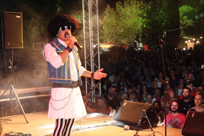 Ο Τσολιάς- Μπαρμπαγιάννης στο Φεστιβάλ της ΚΝΕ / Φωτογραφία: Μανώλης Νταλούκας