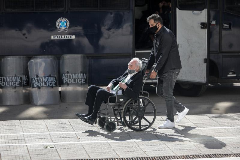Tο μεσημέρι ο 81χρονος πρώην υπουργός, καθισμένος σε αναπηρικό καροτσάκι, επισκέφτηκε την Εισαγγελία του Αρείου Πάγου