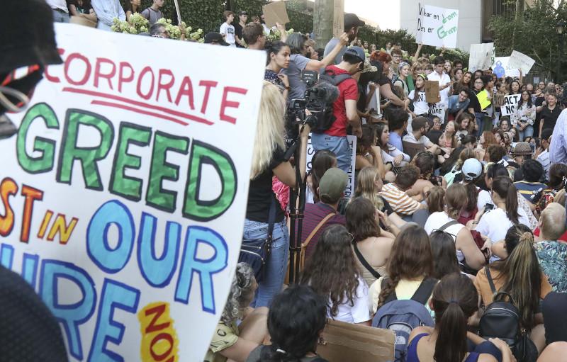Μεγάλη διαδήλωση έξω από τον ΟΗΕ για την κλιματική αλλαγή / Φωτογραφία: AP