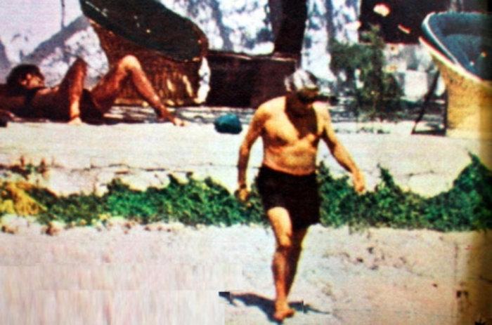 Τζάκι Κένεντι Ωνάση Αριστοτέλης Ωνάσης κάνουν το μπάνιο τους στον Σκορπιό.