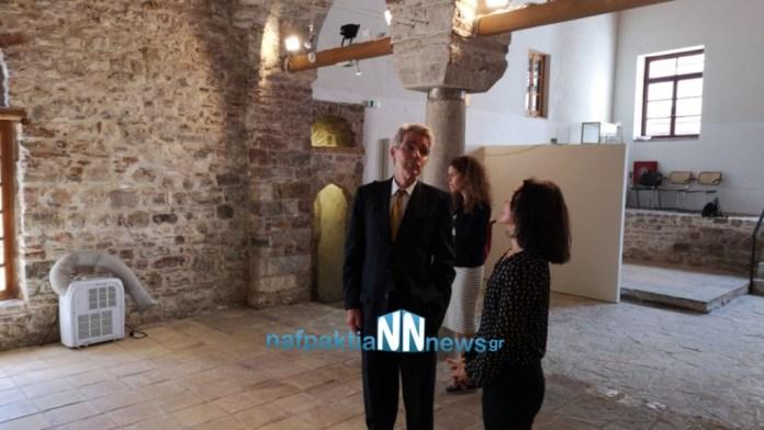 Ο Αμερικανός πρέσβης επισκέφτηκε και το τζαμί της Ναυπάκτου, στα τείχη του ενετικού λιμανιού