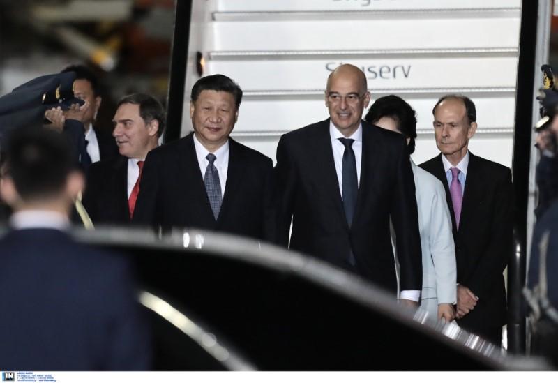 Ο πρόεδρος της Κίνας Σι Τζινπίγκ με τον Ν. Δένδια και τον γ.γ. της Προεδρίας Γ. Γεννηματά