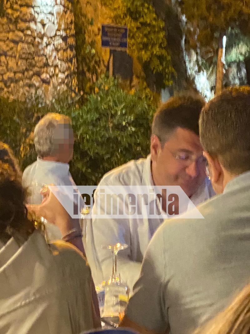 Ο Περιφερειάρχης Κεντρικής Μακεδονίας Απόστολος Τζιτζικώστας σε ταβέρνα στους Παξούς