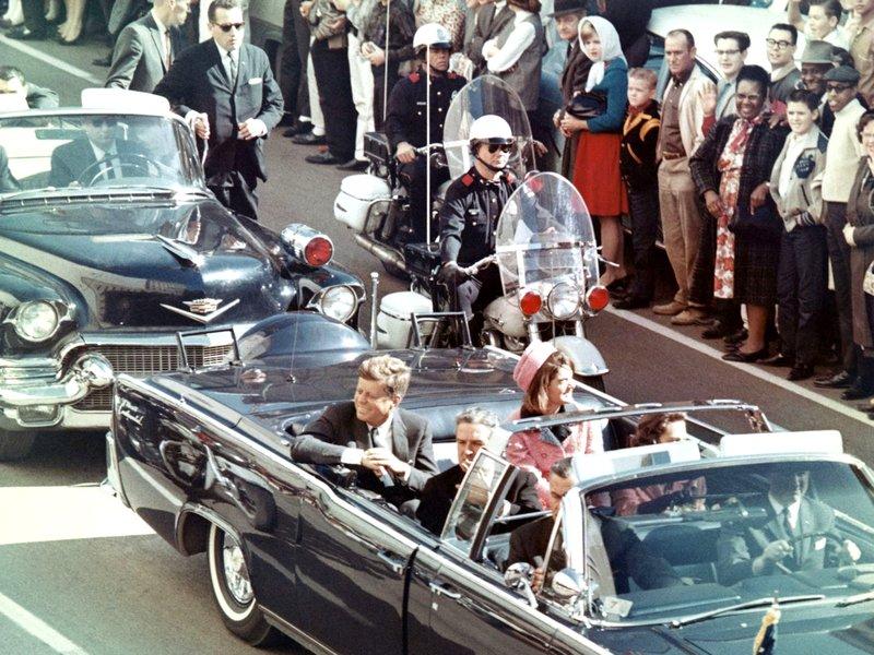 Τζάκι και Τζον Κένεντι στο αυτοκίνητο την στιγμή της δολοφονίας του