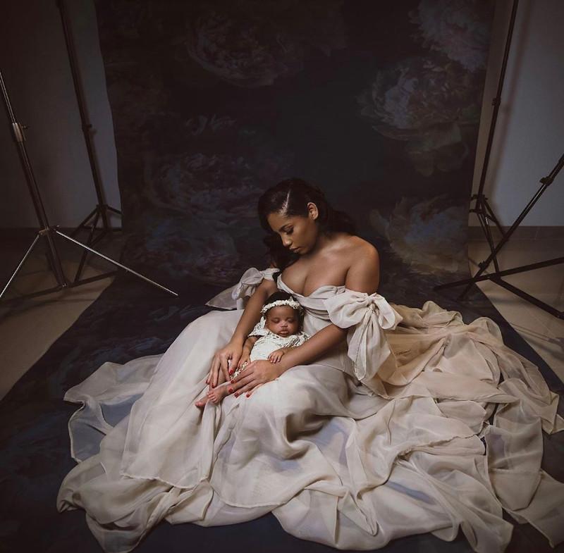 Η σύντροφος του Γιουσέιν Μπολτ με την νεογέννητη κόρη τους