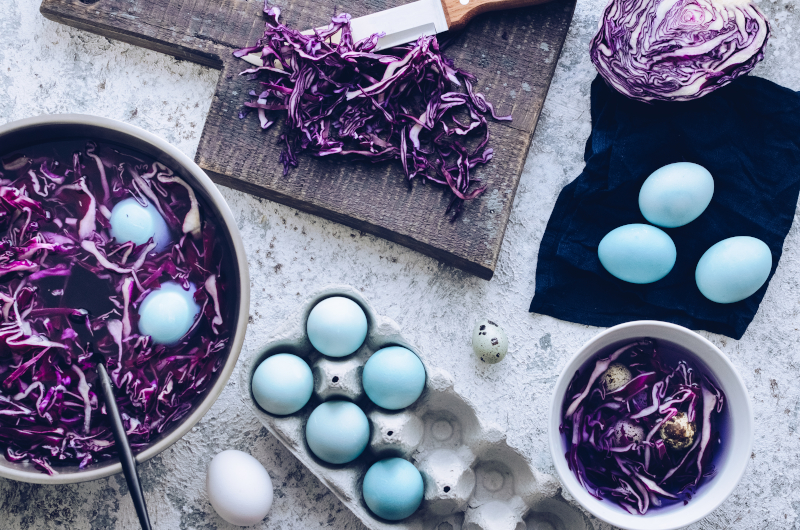 Πώς βάφουμε αυγά με μωβ λάχανο