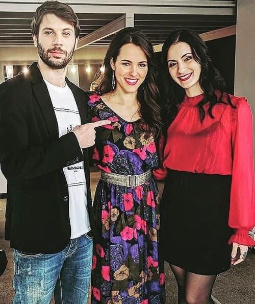 Η φωτογραφία που ανέβασε ο Πάρης Σκαρτσολιάς (τηλεοπικός Μανωλάκης) με την παρτενέρ του στο «Καφέ της Χαράς»