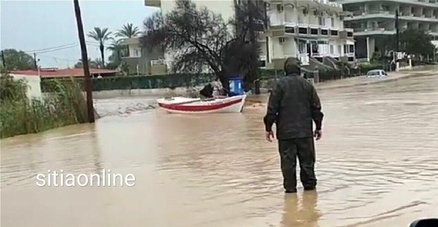 Kάτοικοι στο Λασίθι μεταφέρθηκαν με βάρκες
