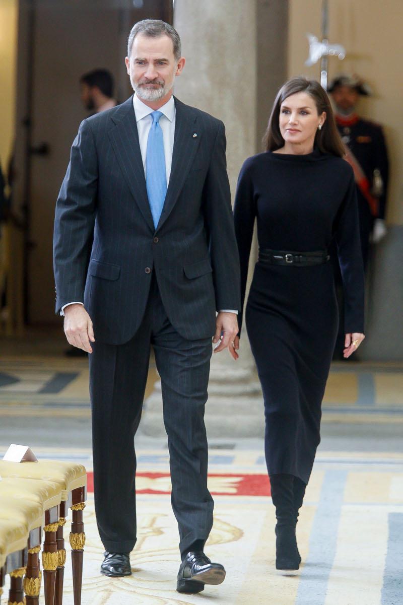 Βασιλιάς Φελίπε και βασίλισσα Λετίθια παραβρέθηκαν σε τελετή απονομής βραβείων στο παλάτι