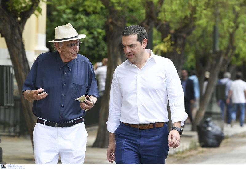 Βασιλικός ΤΣίπρας περπατούν