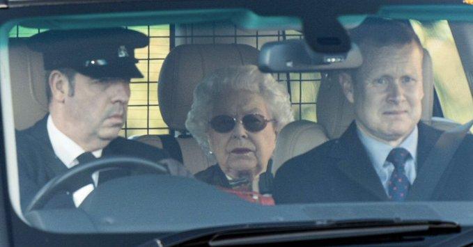 Η βασίλισσα Ελισάβετ αναχωρεί από το κάστρο Γουίνδσορ για το παλάτι του Μπάκιγχαμ