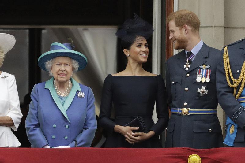 Η βασιλική οικογένεια στο μπαλκόνι.