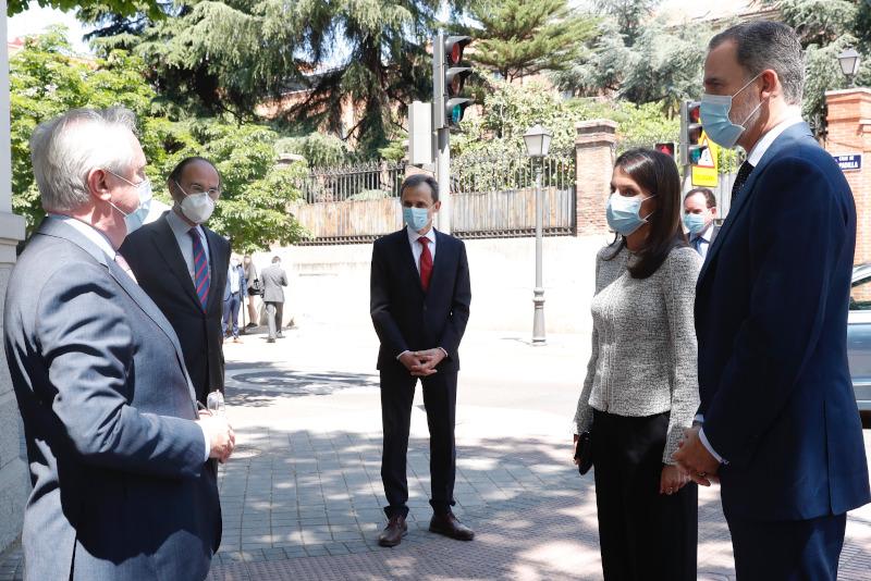 Η βασίλισσα Λετίθια και ο βασιλιάς Φελίπε συζήτησαν χθες με ειδικούς για την πανδημία του κορωνοϊού σε όλο τον κόσμο