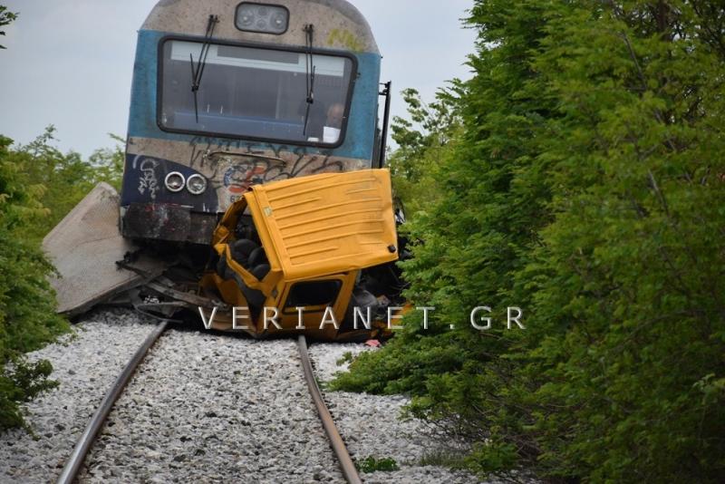 Τρένο πατά αυτοκίνητο