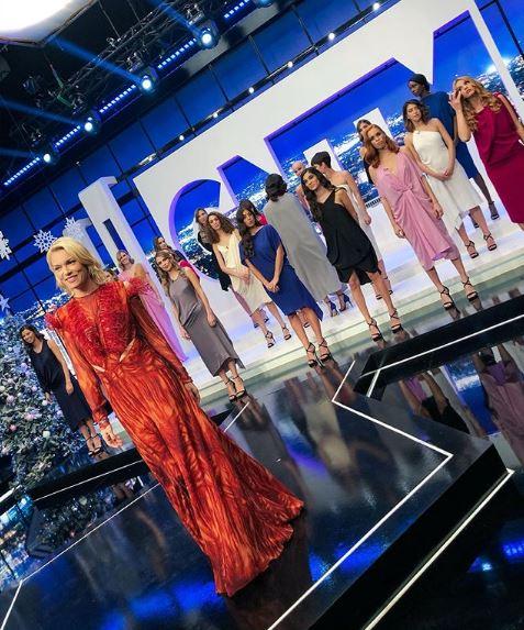 Το κόκκινο-κοραλλί φόρεμα της Βίκυς Καγιά στον τελικό του GNTM 2