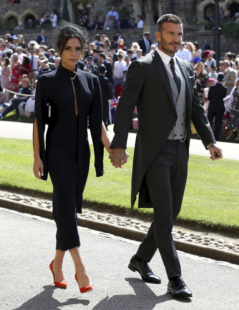 Το κομψό ζεύγος Μπέκαμ στον γάμο του πρίγκιπα Χάρι και της Μέγκαν Μαρκλ