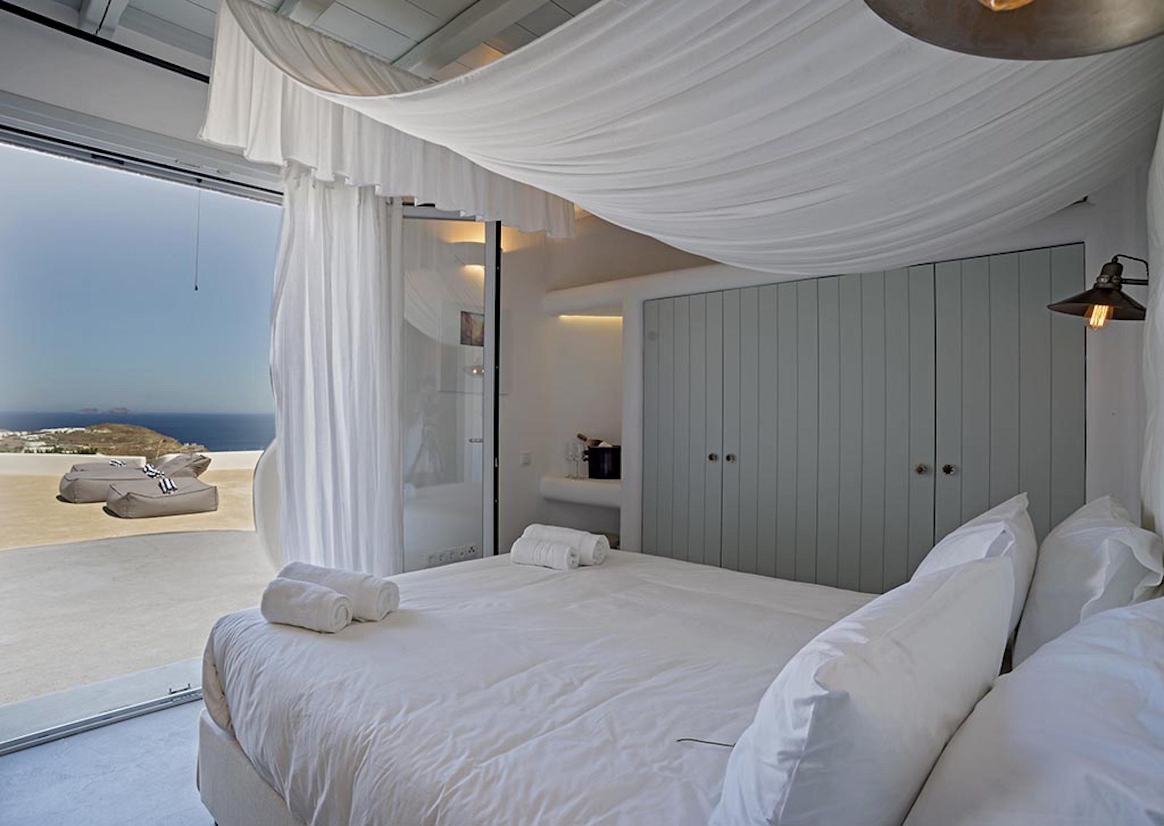 Δωμάτιο με θέα πισίνα