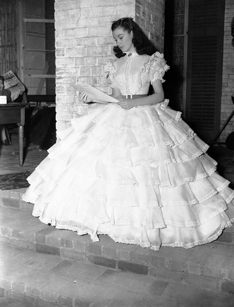 Η Βίβιαν Λι με εντυπωσιακό φόρεμα στα γυρίσματα του «Όσα παίρνει ο άνεμος»
