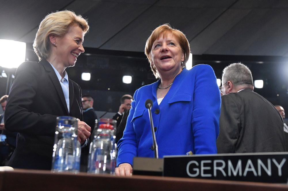 H Ανγκελα Μέρκελ θα επιθυμούσε να δει την φον ντερ Λάιεν στην καγκελαρία μετά την αποχώρησή της, ωστόσο η υποψήφια πρόεδρος της Κομισιόν δεν είναι τόσο δημοφιλής