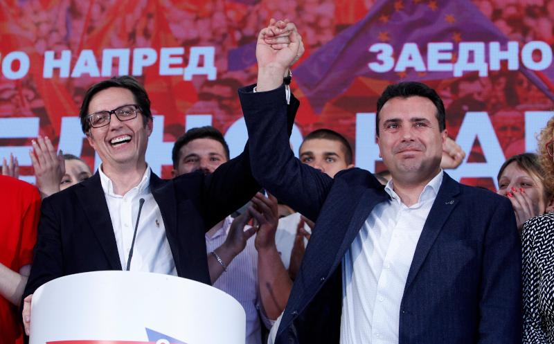 O Στέβο Πενταρόφσκι (αριστερά), νυν πρόεδρος της Βόρειας Μακεδονίας, με τον Ζόραν Ζάεφ