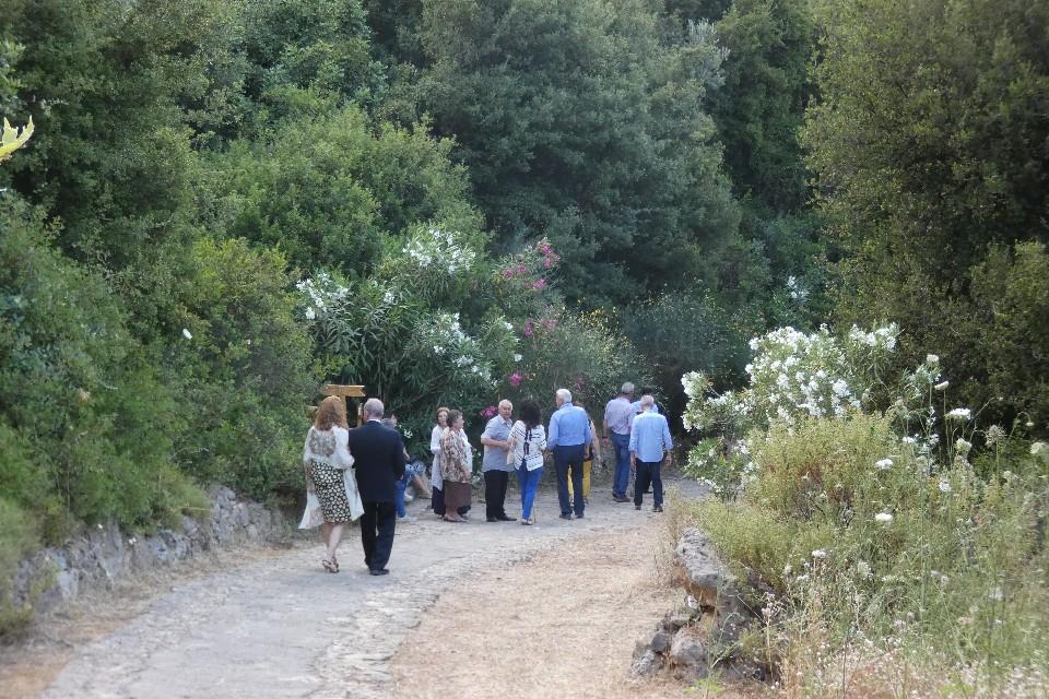 Οι προσκεκλημένοι περπάτησαν στο μονοπάτι που σκοπεύει να αναβαθμίσει τα Λευκά Ορη