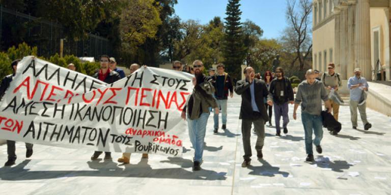 Την 1η Απριλίου 2015 ο Ρουβίκωνας έκανε την αρχή. Η πρώτη εισβολή στη Βουλή