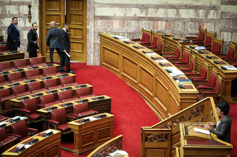Βουλευτές της ΧΑ αποχωρούν από την Ολομέλεια της Βουλής