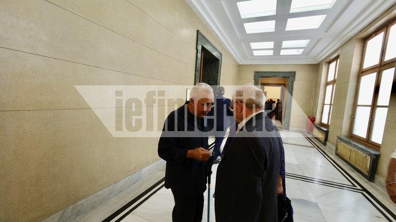Ο Κώστας Ζουράρις στους διαδρόμους της Βουλής