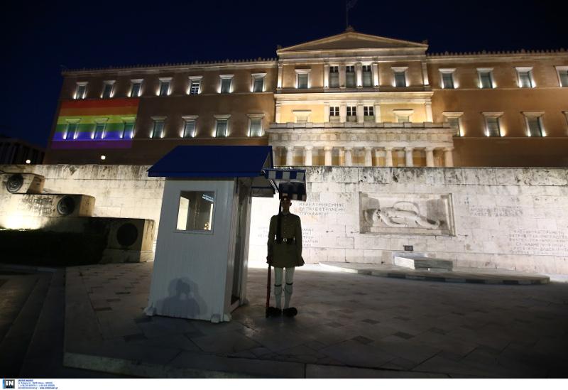 Η βουλή στα χρώματα του Athens Pride