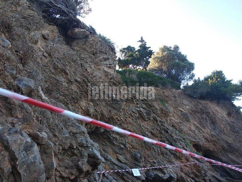Αλλη εικόνα του επικίνδυνου βράχου στο Πόρτο Ράφτη