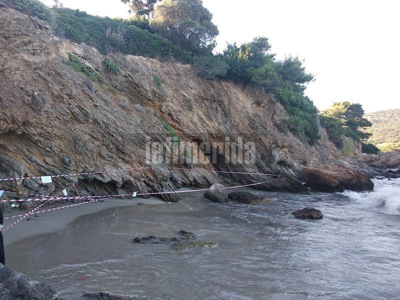 Πανοραμική εικόνα της αποκλεισμένης παραλίας στο Πόρτο Ράφτη