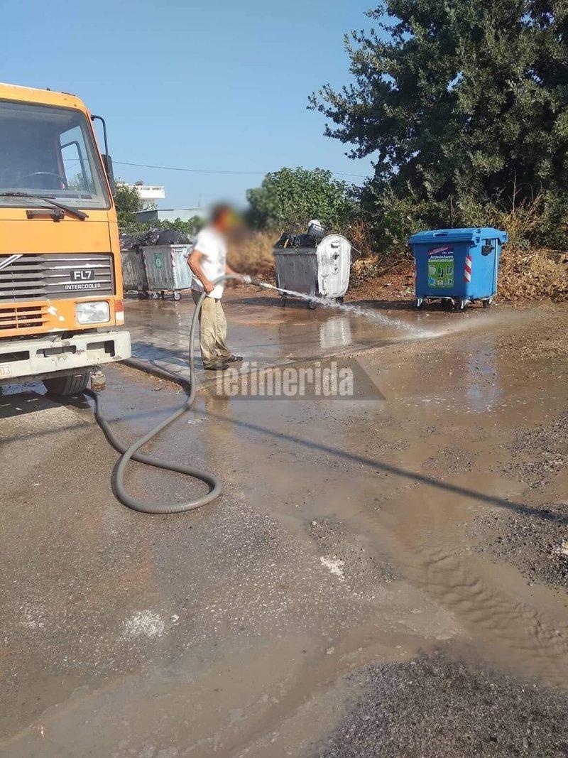 Οι υπεύθυνοι του δήμου έπλυναν την περιοχή
