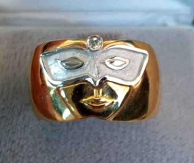Άσχημο δαχτυλίδι αρραβώνων