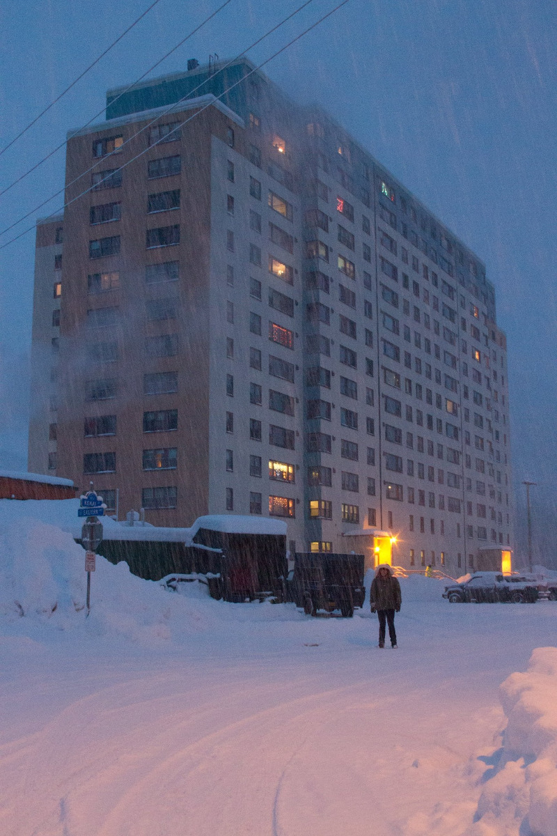 Αλάσκα: Μια ολόκληρη πόλη ζει μέσα σ' ένα κτίριο, Αλάσκα: Μια ολόκληρη πόλη ζει μέσα σ' ένα κτίριο! -Εχει σχολείο, εκκλησία και νοσοκομείο [εικόνες & βίντεο], Eviathema.gr | ΕΥΒΟΙΑ ΝΕΑ - Νέα και ειδήσεις από όλη την Εύβοια